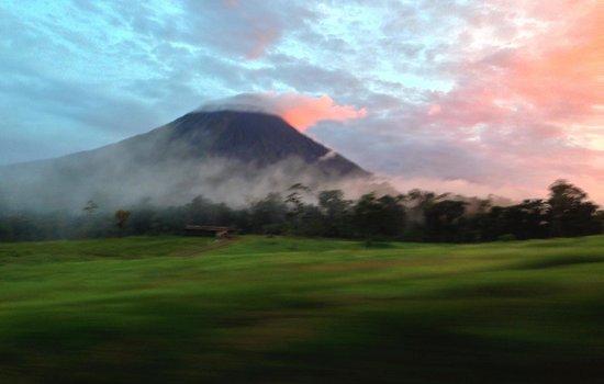 Arenal Birdsong VIlla : Arenal at Sunset