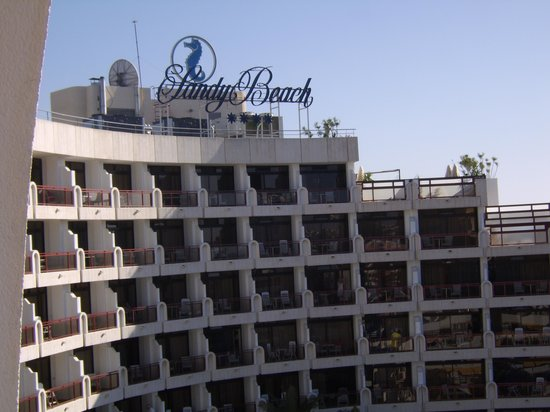 Seaside Sandy Beach: Hôtel semi circulaire...