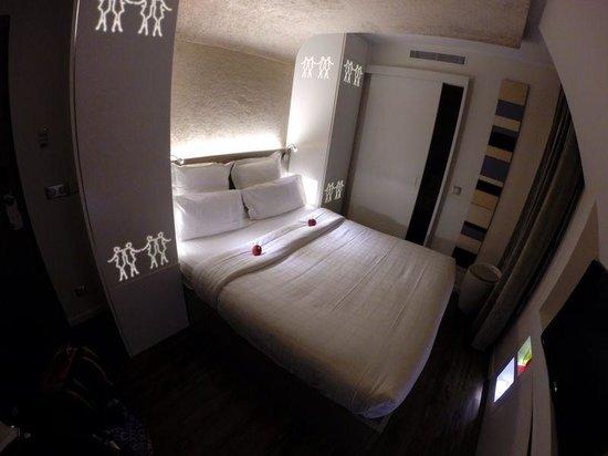 Hotel Gabriel Paris: Deluxe room bedroom