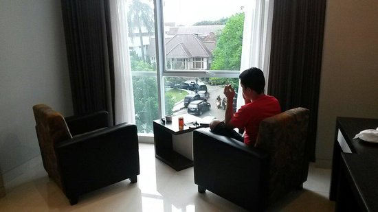 The Newton Hotel: Menikmati sore hari sambil minum kopi