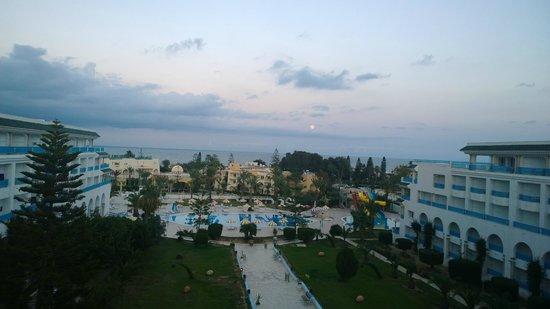 Hôtel Riviera Resort : evening view