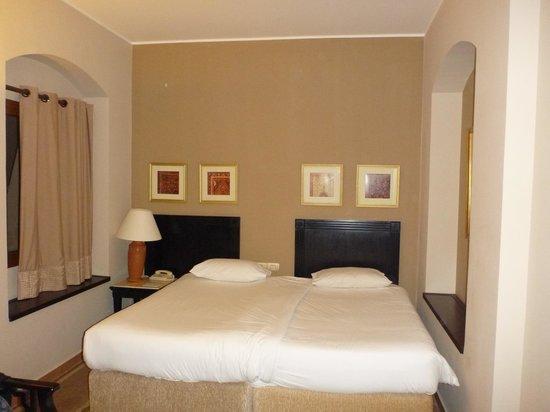 Steigenberger Coraya Beach: Room on our first night