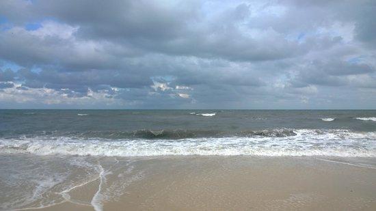 Hôtel Riviera Resort : Beach-bit wet and windy