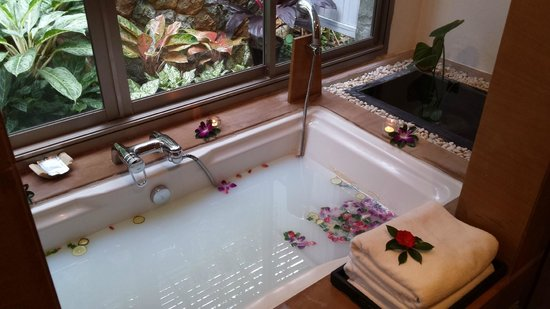Nakamanda Resort & Spa: Flower bath