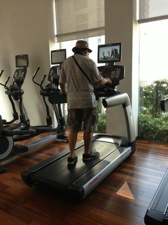 Hansar Bangkok Hotel: Gym