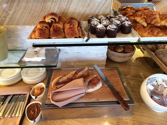 Hilton Shanghai: Breakfast Executive lounge