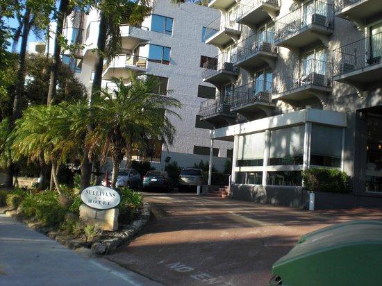 Sullivans Hotel: Außenansicht