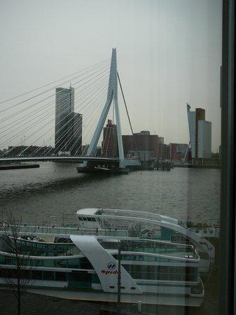 Thon Hotel Rotterdam: Uitzicht op de Erasmusbrug