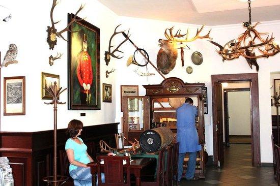 Restaurace Stara Myslivna Konopiste: Профилактика старинного музыкального автомата