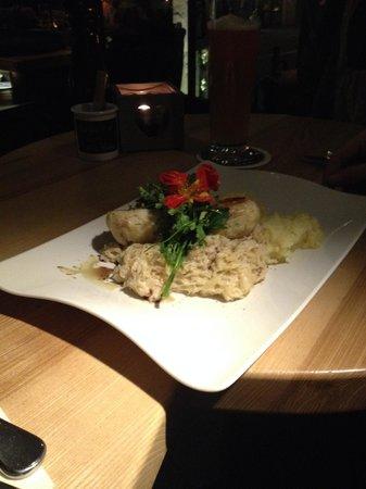 Zwickl - Gastlichkeit am Viktualienmarkt: Il piatto del giorno (polpette di pesce)