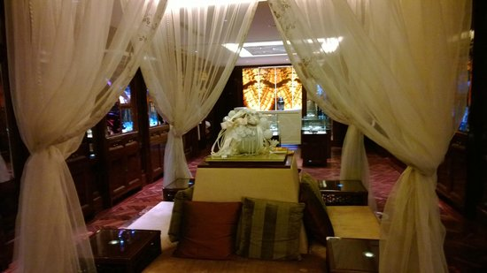 Fairmont Peace Hotel: SPA entrance
