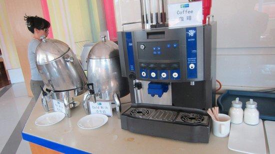 Holiday Inn Express Zhabei Shanghai: Coffee machine