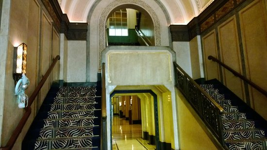 Fairmont Peace Hotel: Stairway