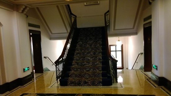 Fairmont Peace Hotel: classic stairway