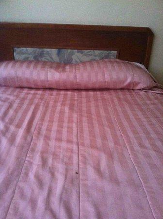 Jubilee Hotel : Bedspread needs replacement.