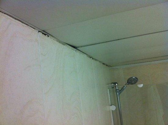 Hotel Cortezo: la salle de bain sommaire
