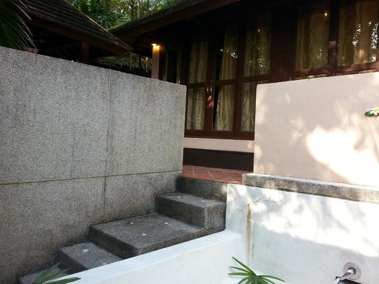 Ao Nang Premier Resort: steps leading to the toilet outside the room