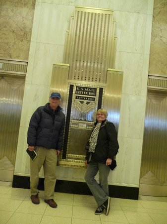 Chicago Greeter: Clive and Carolyn admiring mailbox