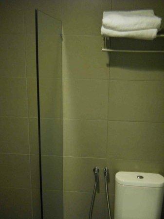 Grid 9 Hotel: Bathroom