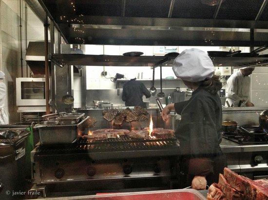 Alba Granados: Cocina vista desde el restaurante