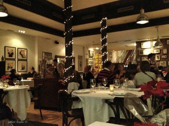 Alba Granados: Planta baja del restaurante