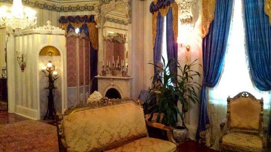 Antebellum Guest House: Parlor