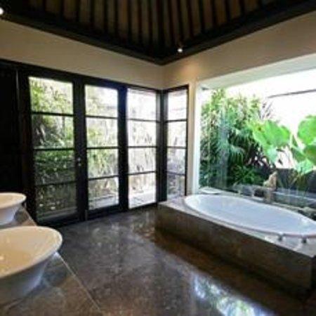 Peppers Seminyak : Suite Bathroom