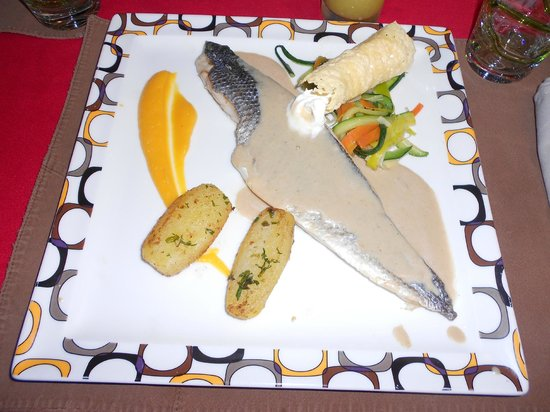 Chez Pascal: Filet de bar sauvage chantilly citronnée