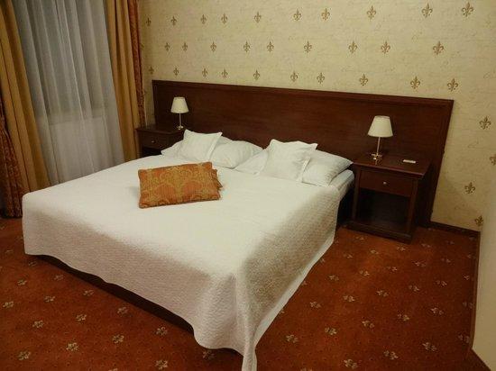 Louren Hotel: Double bed