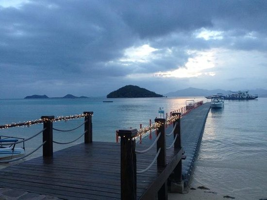 Two Seasons Coron Island Resort & Spa: The dock where the speedboat picks you up.drops you off leading to reception