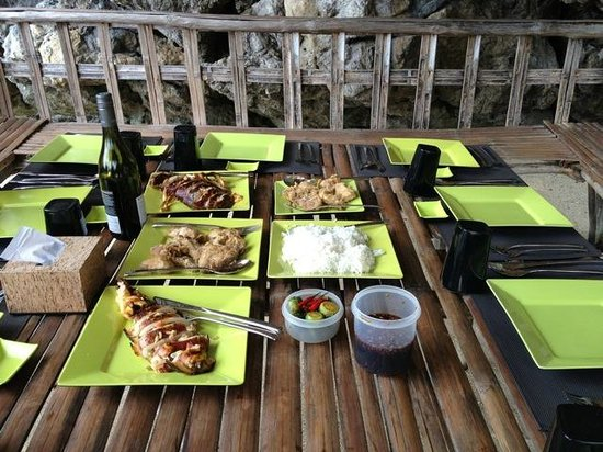 Two Seasons Coron Island Resort & Spa: Beach picnic specially prepared by Two Seasons chef