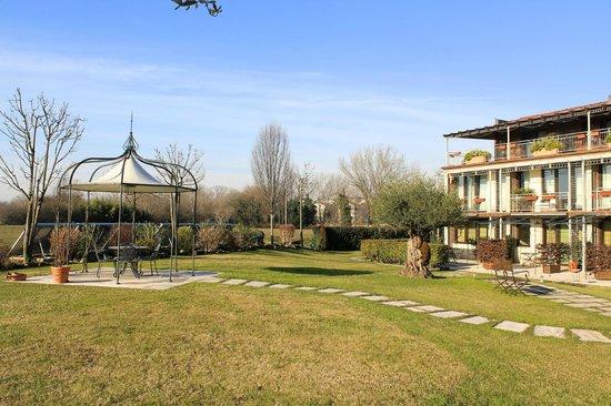 Ca' dell'Orto: Ampio giardino