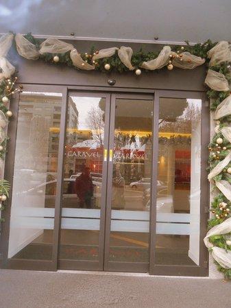 Caravel Hotel: Porta d'apertura