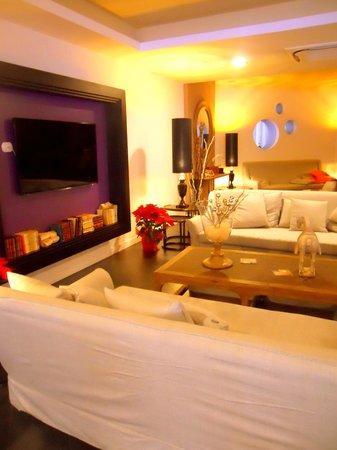 Caravel Hotel: Hall