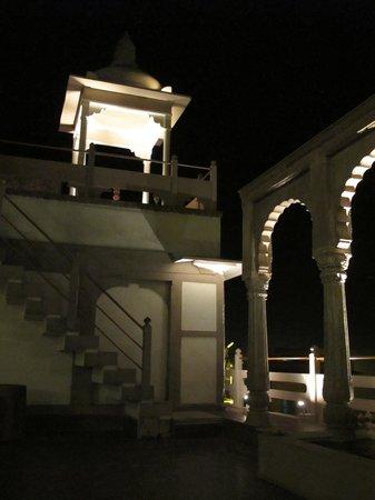 WelcomHeritage Jukaso Ganges: Innenhof Etage unter Restaurant