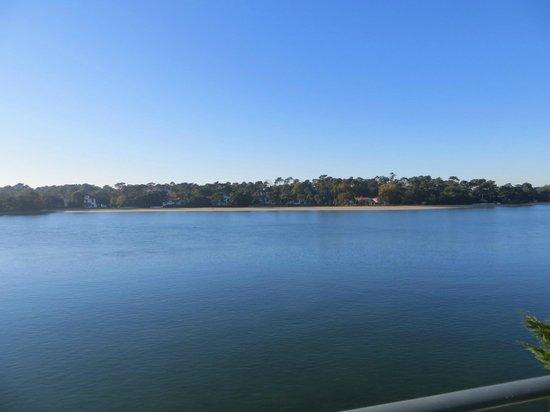 Le Pavillon Bleu: El lago