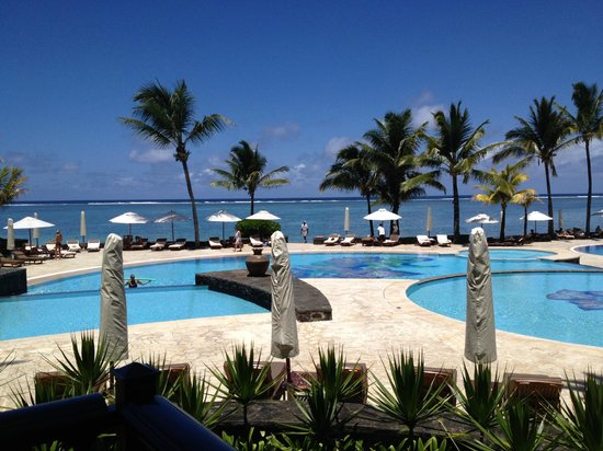 The Residence Mauritius : Pools and Seafront