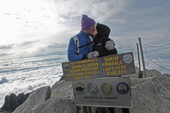 Mount Kinabalu: Summit kiss