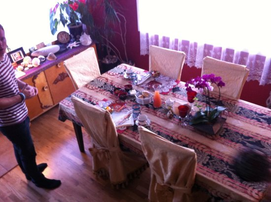 The Pine & Picket B&B : Breakfast Table