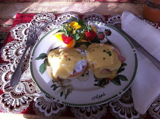 The Pine & Picket B&B : Beautiful Eggs Benedict