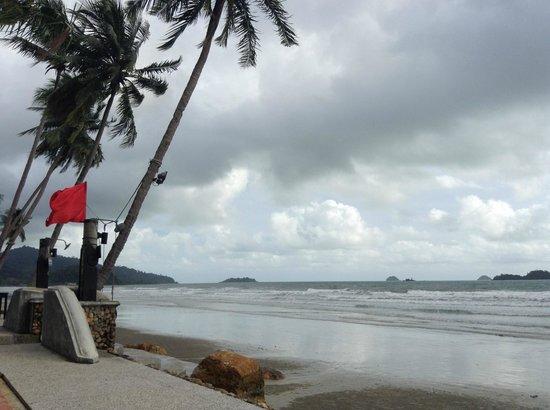 Santhiya Tree Koh Chang Resort: Strand