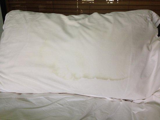 Conrad Bali: Dirty pillow
