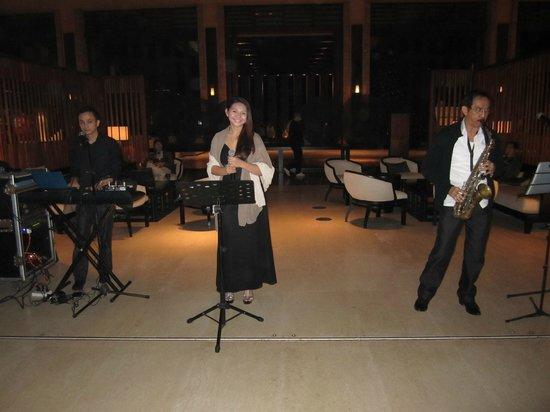 Conrad Sanya Haitang Bay : Live Music at Double Tree Lobby