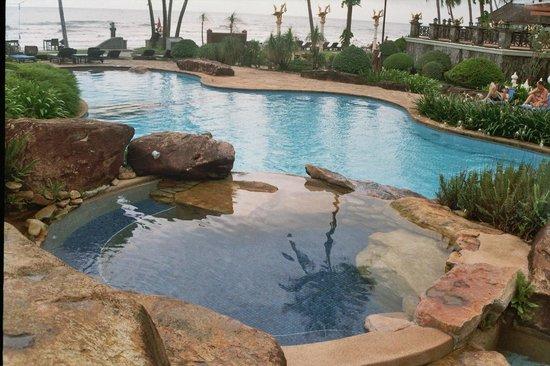 Santhiya Tree Koh Chang Resort: Großer und Sauberer Pool