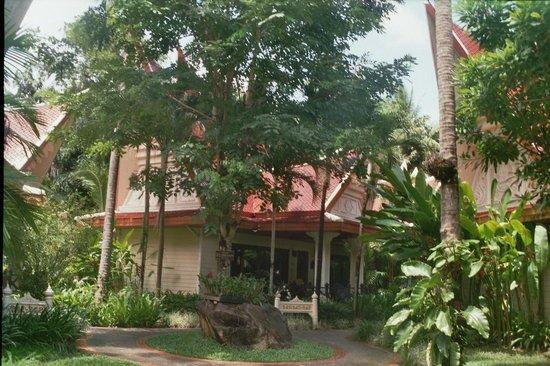 Santhiya Tree Koh Chang Resort: Hotel Zimmer - alles in traditionellem Stil