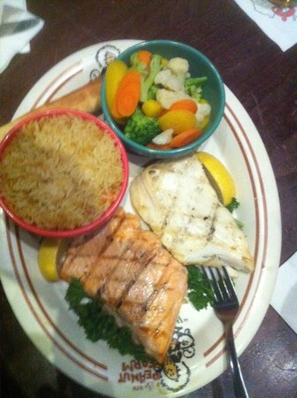 New Peanut Farm: Salmon/Halibut combo with steamed veggies and rice
