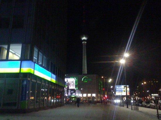 H2 Hotel Berlin Alexanderplatz: Entrada do Hotel