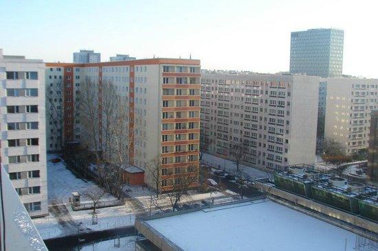 H2 Hotel Berlin Alexanderplatz: Vista do quarto