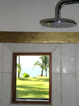 Ngapali Bay Villas & Spa : A shower with a view.