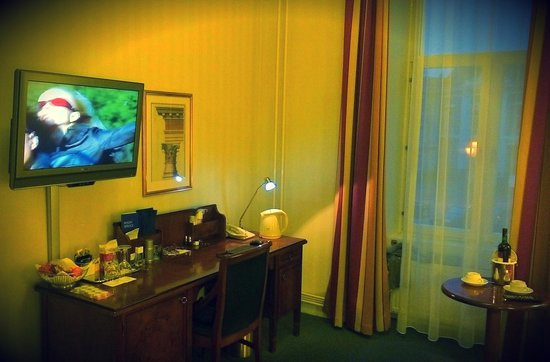 Radisson Blu Royal Astorija Hotel, Vilnius: рабочее место